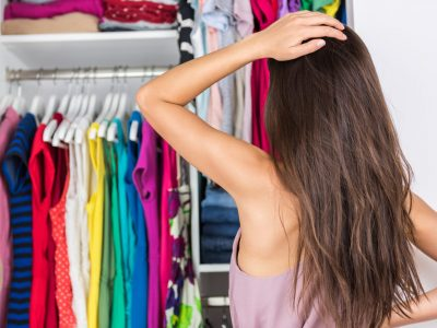 come effettuare la pulizia dell'armadio per il cambio stagione, il procedimento step by step, come rimuovere i cattivi odori e pulire un armadio in legno